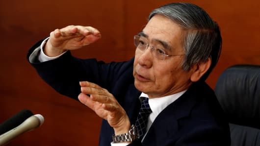 Bank of Japan (BOJ) Governor Haruhiko Kuroda gestures during a news conference at the BOJ headquarters in Tokyo, Japan November 1, 2016.