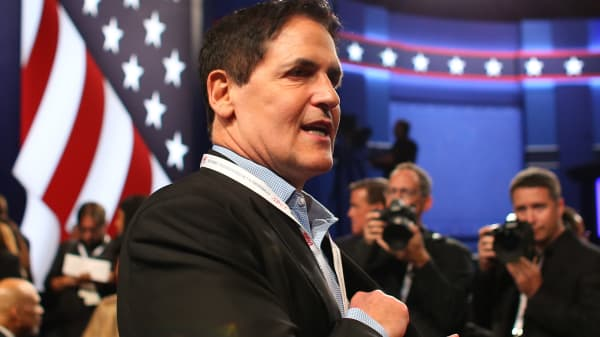 Mark Cuban arrives to attend the third and final 2016 presidential campaign debate between Republican U.S. presidential nominee Donald Trump and Democratic nominee Hillary Clinton at UNLV in Las Vegas, Oct 19, 2016.