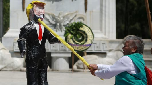 Activists hit the 'Pinata' of Donald Trump during demonstration against the US Republicans' Presidential candidate Donald Trump's policies against Mexicans and Latin americans, in front of the Monumento a Benito Juarez in Mexico City, Mexico on October 12, 2016.