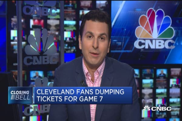 Cleveland fans dumping tickets for game 7