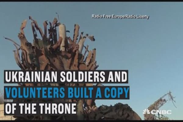 Ukrainian soldiers create throne from 'Game of Thrones'