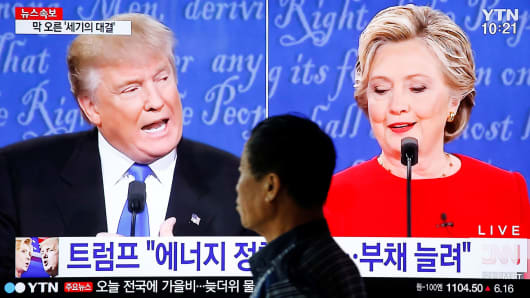 A man walks past a TV broadcast of the first presidential debate between U.S. Democratic presidential candidate Hillary Clinton and Republican presidential nominee Donald Trump, in Seoul, South Korea, September 27, 2016.