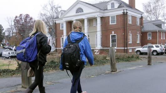 Students walk past the Phi Kappa Psi fraternity house on the University of Virginia campus on December 6, 2014 in Charlottesville, Virginia. On Friday, Rolling Stone magazine issued an apology for discrepancies that were published in an article regarding the alleged gang rape of a University of Virginia student by members of the Phi Kappa Psi fraternity.