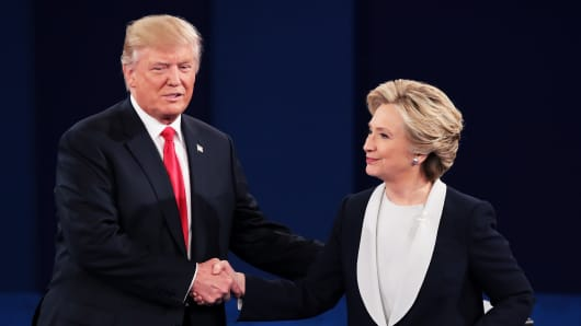Republican presidential nominee Donald Trump (L) shakes hands with Democratic presidential nominee former Secretary of State Hillary Clinton during the town hall debate at Washington University on October 9, 2016 in St Louis, Missouri.