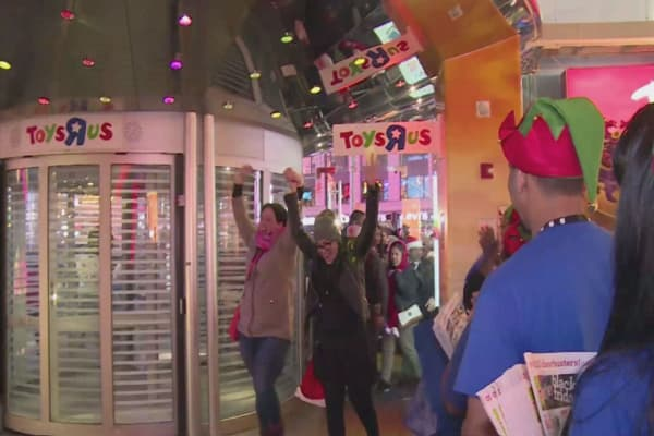 Toys R Us plans to open after Thanksgiving dinner