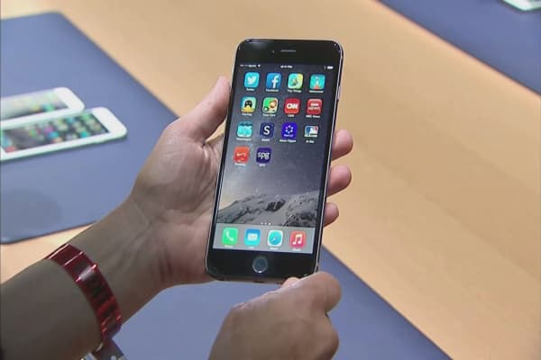 Apple may see iPhone sales continue to fall