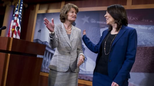 Senate Energy and Natural Resources Committee Chairman Lisa Murkowski, R-Alaska, left, and Ranking Member Maria Cantwell, D-Wash., conduct a news conference in the Capitol after the Senate passed the Energy Policy Modernization Act, April 20, 2016.