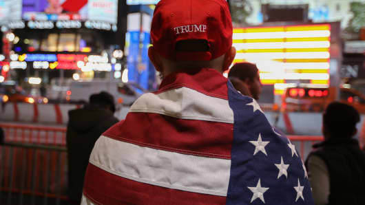 A Donald Trump supporter watches the screens outside Times Square Studios as he awaits the results of the U.S. presidential election on November 9, 2016 in New York City.