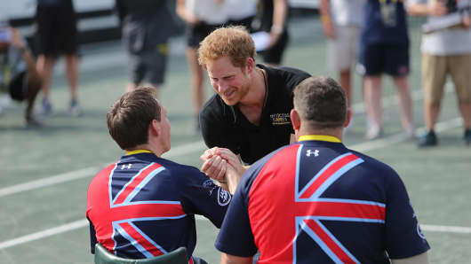 Competitors talk to Prince Harry at the Invictus Games Orlando 2016 wheelchair tennis finals on May 12, 2016, in Florida.