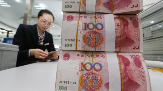 Chinese Yuan Fall Sparks Fear A Trade War Could Turn Into Currency