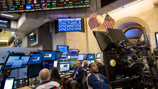 Traders work on the floor of the New York Stock Exchange (NYSE) in New York, U.S., on Monday, Nov. 14, 2016.