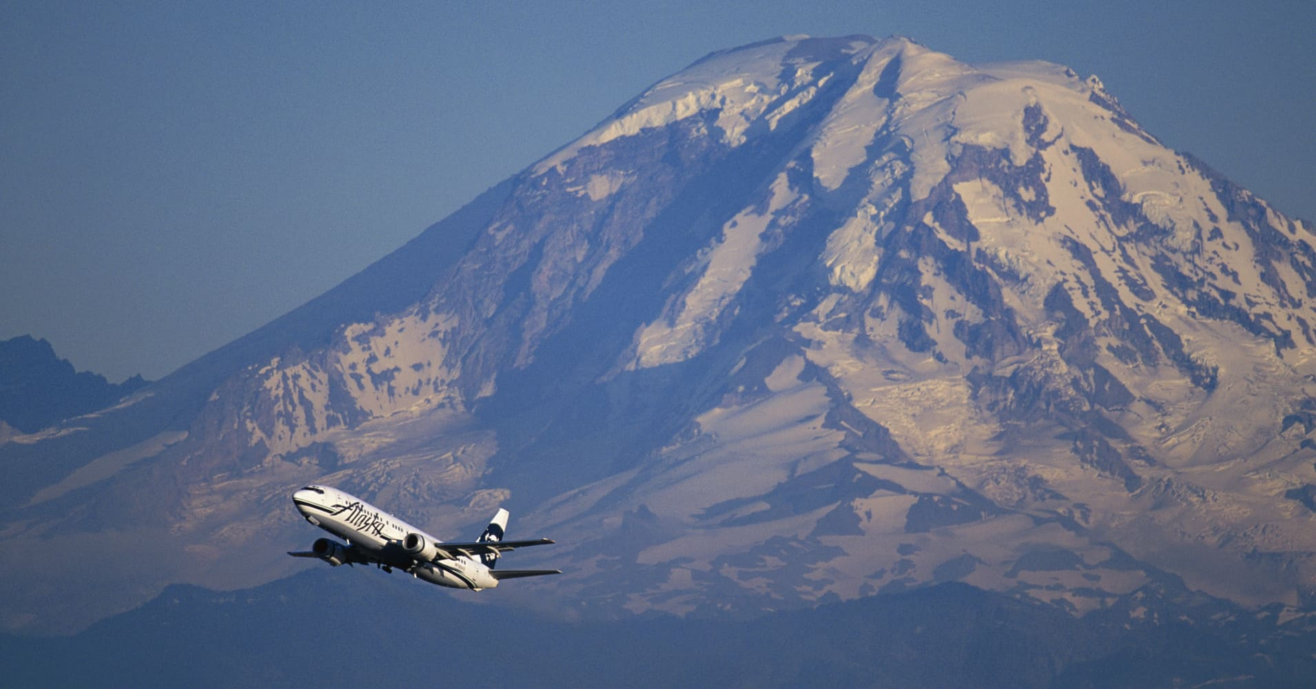 Alaska Airlines Makes History With First Commercial Flight