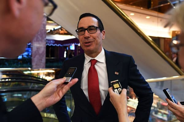 US President-elect Donald Trump adviser Steven Mnuchin speaks to reporters at the Trump Tower in New York on November 14, 2016.