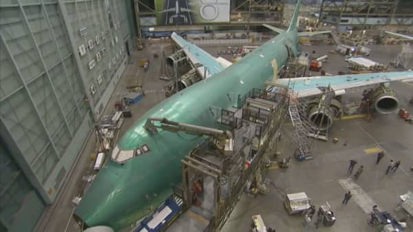 Boeing to slash jobs, move others for efficiency