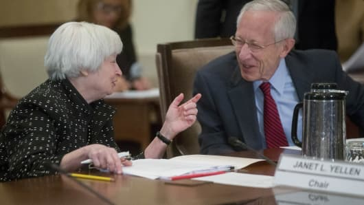 Janet Yellen, chair of the U.S. Federal Reserve, left, talks to Stanley Fischer, vice chairman of the U.S. Federal Reserve.