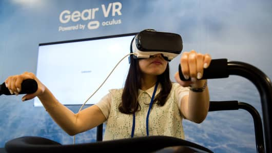 An attendee tries out a Samsung Electronics Co. Gear VR headset during a media event in Seoul, South Korea, on Thursday, Aug. 11, 2016.