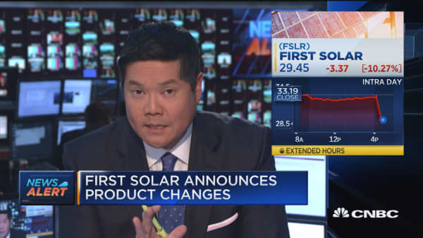 First Solar gives weak 2017 guidance