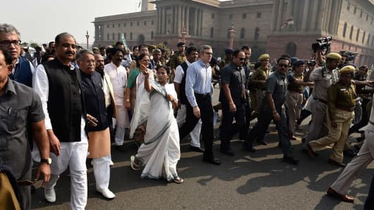Opposition MPs participate in a protest march from Parliament to Rashtrapati Bhavan against the demonetization issue on November 16, 2016 in New Delhi, India.