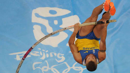 Ukraine's Denys Yurchenko competes during the men's Pole Vault final at the National Stadium during the 2008 Beijing Olympic Games on August 22, 2008.
