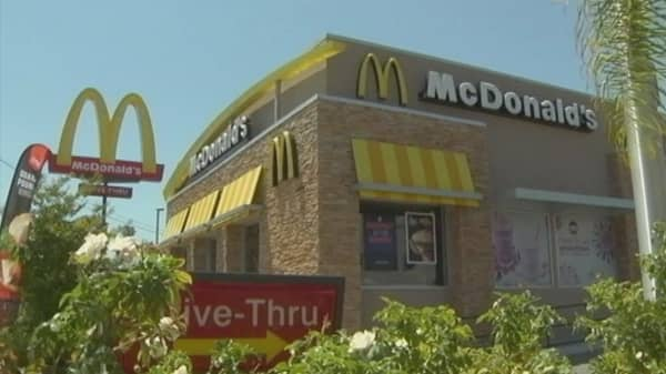 McDonald's rolling out table-service