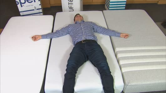 eric chemi tries them out - Online Mattress Companies