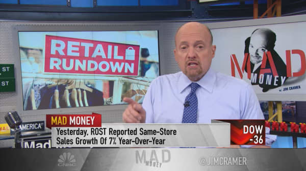 Cramer breaks down the retailers for Black Friday: One winner that proves the mall isn't dead