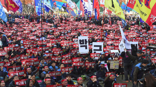 Protesters hold up banners calling for the resignation of South Korea's President Park Geun-Hye during an anti-government rally in central Seoul on November 19, 2016.
