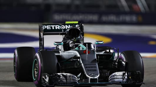 Nico Rosberg of Germany driving on the track during the Formula One Grand Prix of Singapore at Marina Bay Street Circuit on September 18, 2016 in Singapore.