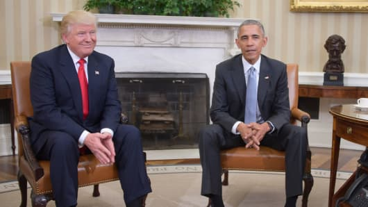 US President Barack Obama meets with President-elect Donald Trump to update him on transition planning in the Oval Office at the White House on November 10, 2016 in Washington,DC.
