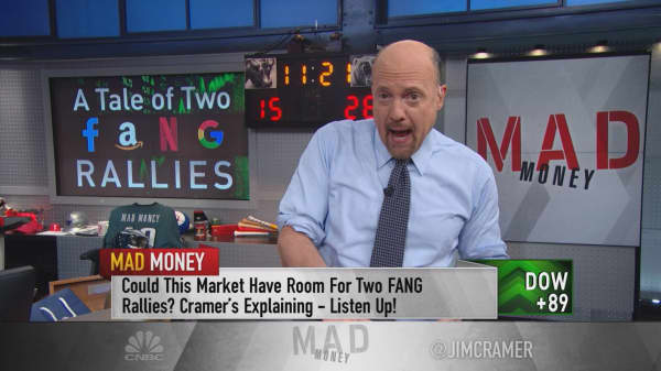 Cramer detects hot cash flooding the market to benefit FANG, Apple and oil