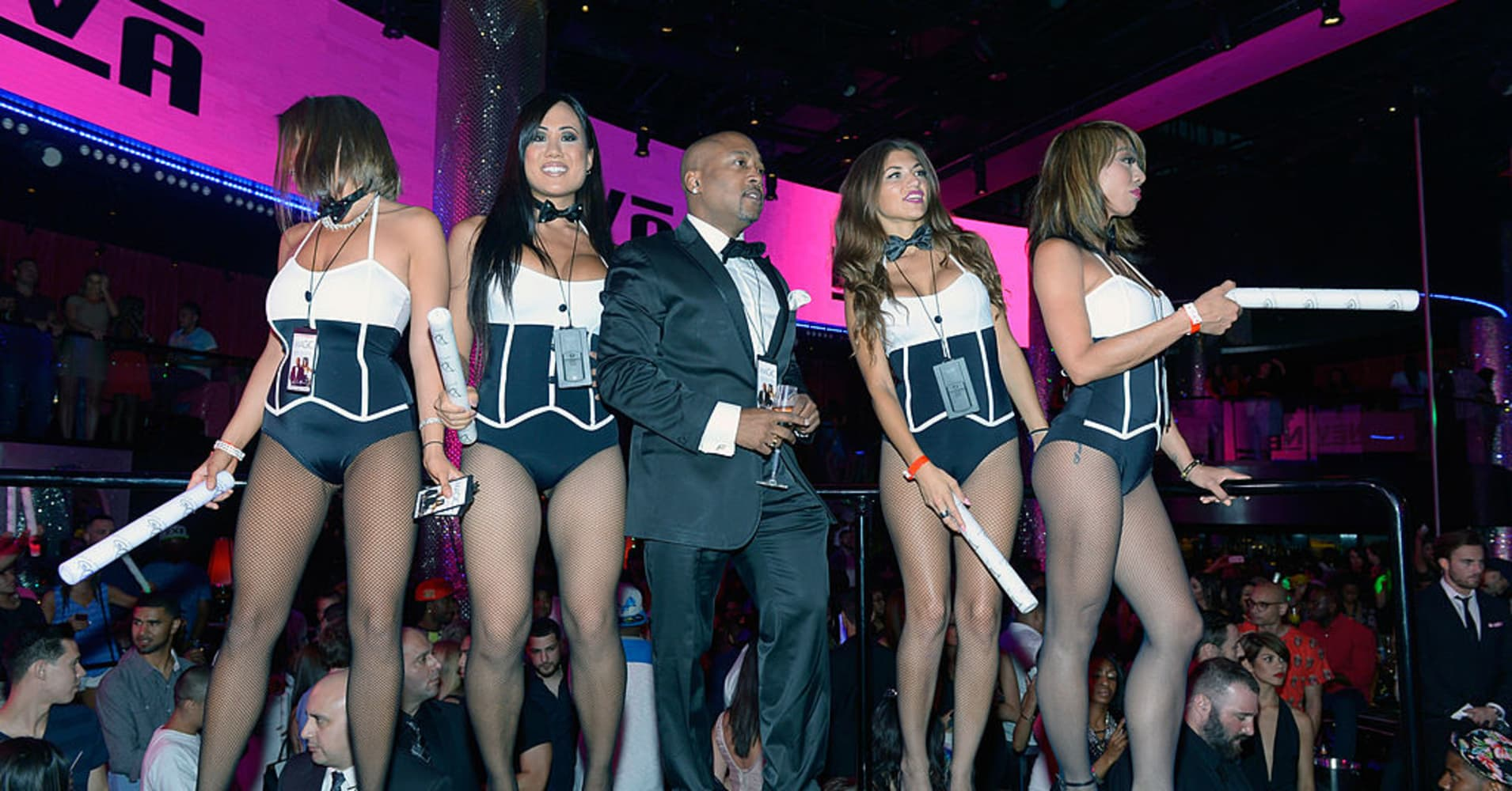 Daymond John celebrating at Drai's Beachclub, the Nightclub at The Cromwell Las Vegas.