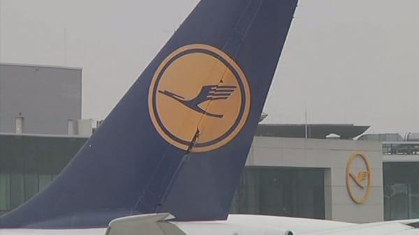 Lufthansa cancels 900 flights amid pilots' strike