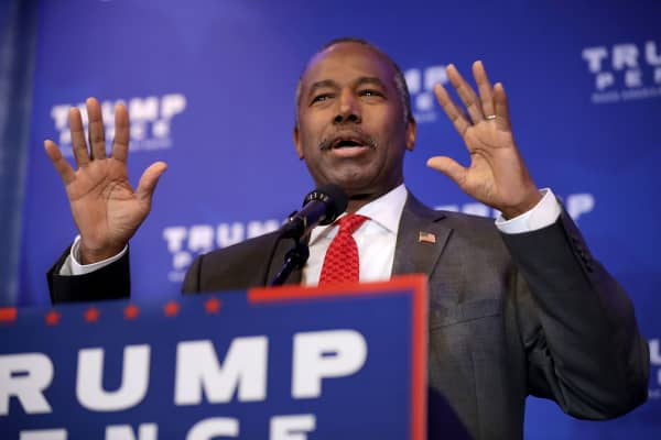Dr. Ben Carson delivers remarks during a Trump campaign event at the DoubleTree by Hilton November 1, 2016 in Valley Forge, Pennsylvania.