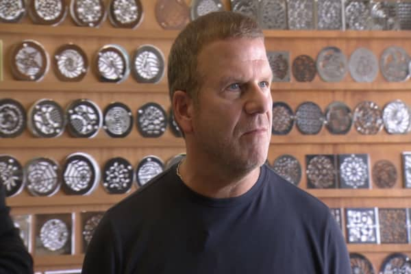 Tilman Fertitta Offers Tough Love to Lazy Employees