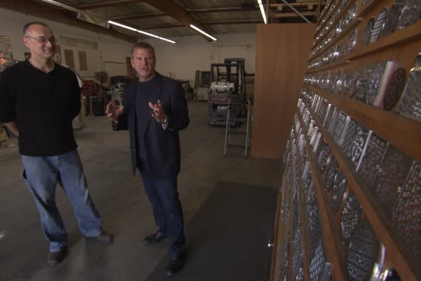 """You make a great quality product but you have to motivate your team to work harder to sell it because that's what's holding your company back,"" billionaire businessman Tilman Fertitta tells Peter Papadatos, owner of Designer Drains."