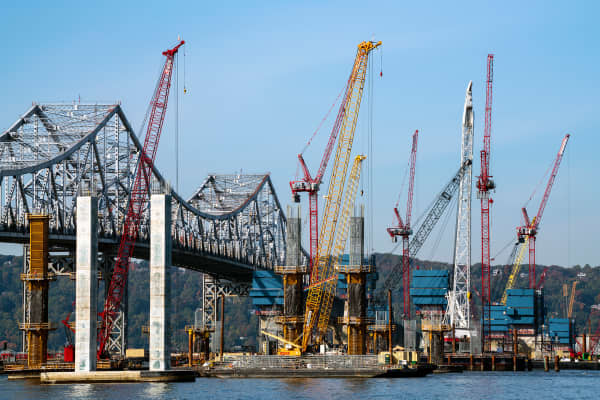 State and federal agencies are in the process of replacing the Governor Malcolm Wilson Tappan Zee Bridge (usually referred to as the Tappan Zee Bridge) over New York's Hudson River.