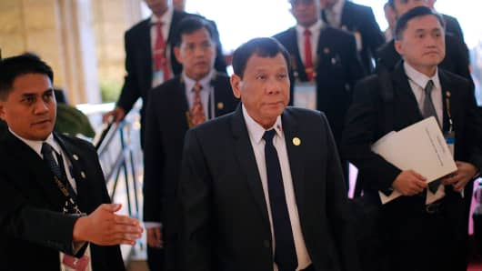Philippine President Rodrigo Duterte (C) attends the Asia-Pacific Economic Cooperation Summit (APEC) in Lima on November 19, 2016.