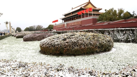 Snow falls on Tiananmen on November 21, 2016 in Beijing, China. The first snow in 2016 winter fell on capital city Beijing since 8 pm on November 20 and would last over 40 hours, according to Beijing meteorological authority.