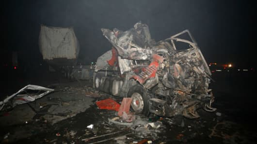 Wreckage of a truck following a suicide bombing that targeted Shiite pilgrims returning from the Arbaeen commemoration in Karbala, on November 24, 2016