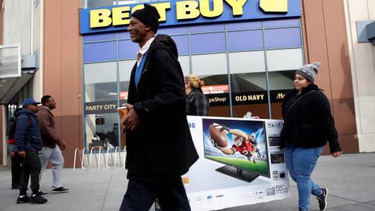 Shoppers take advantage of Black Friday sales at a Best Buy store in Brooklyn, New York, November 25, 2016.