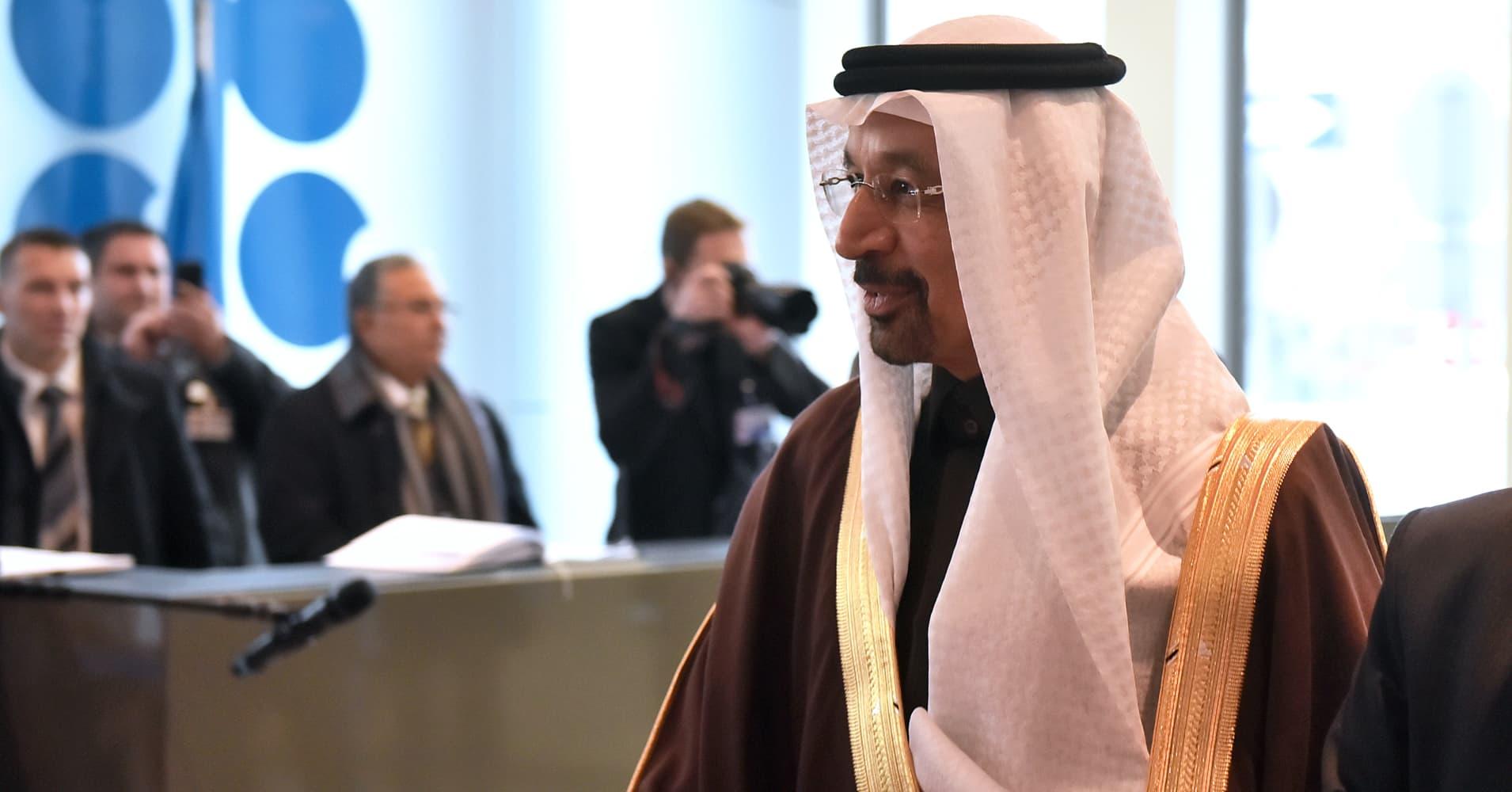US crude climbs 3.3% to 7-week closing high of $47.89 after Saudis vow to cut exports