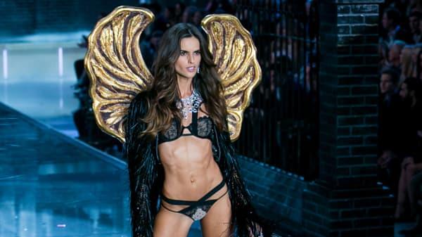 Dazzling Victoria's Secret show, despite slow sales