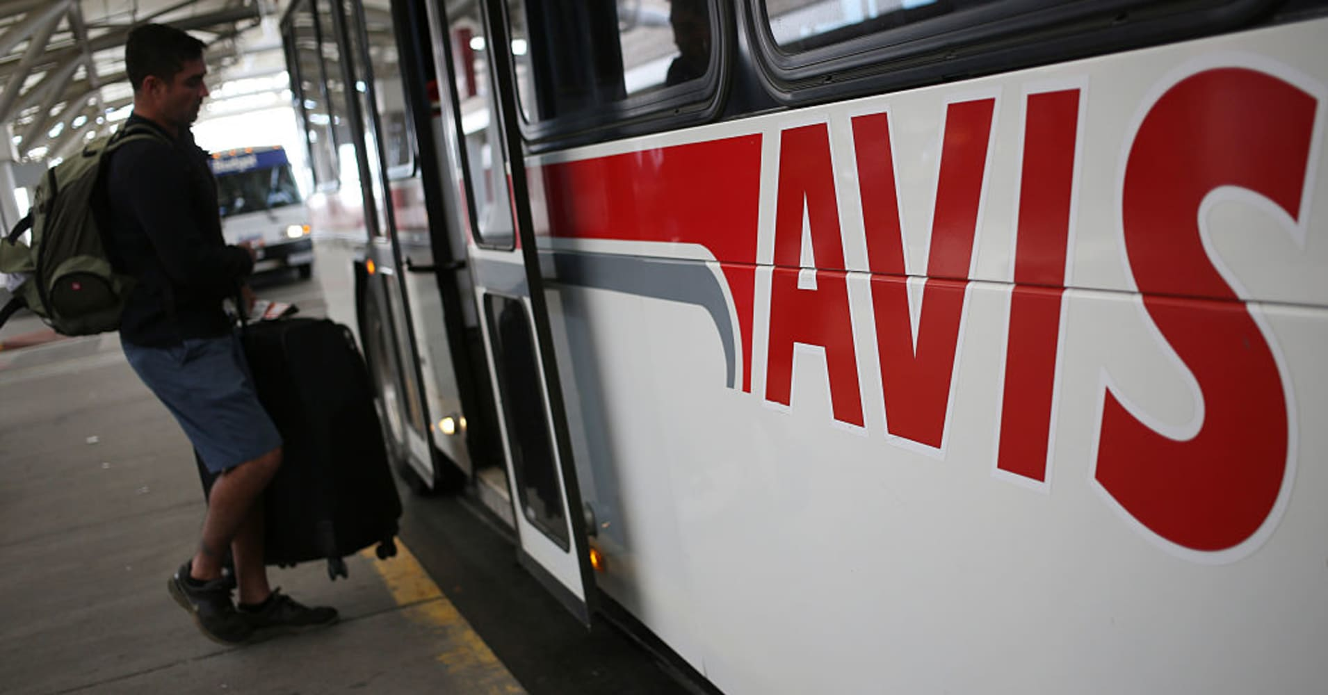 avis budget shares drop after earnings miss. Black Bedroom Furniture Sets. Home Design Ideas