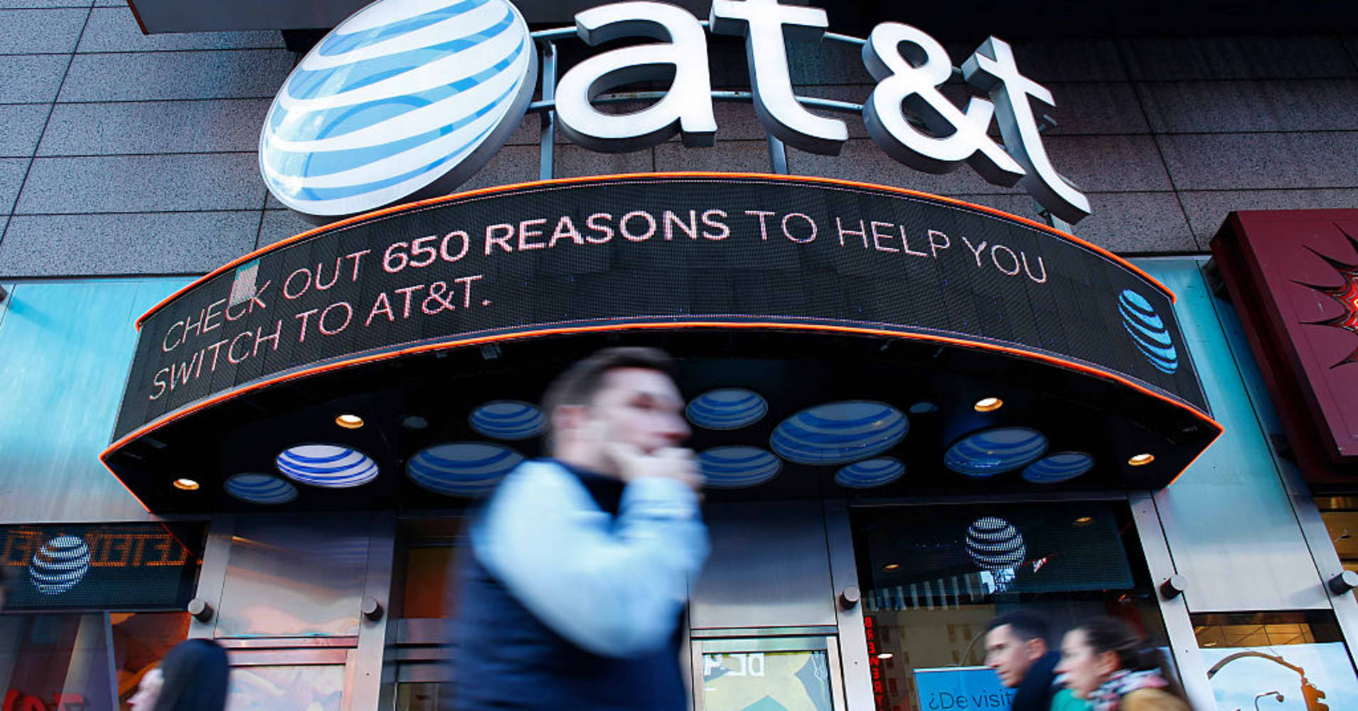 AT&T shares stumble after rivals T-Mobile, Verizon pick up new subscribers