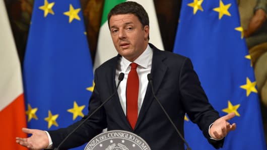 Italian Prime Minister Matteo Renzi delivers a speech during a press conference at Palazzo Chigi in Rome on November 28, 2016.