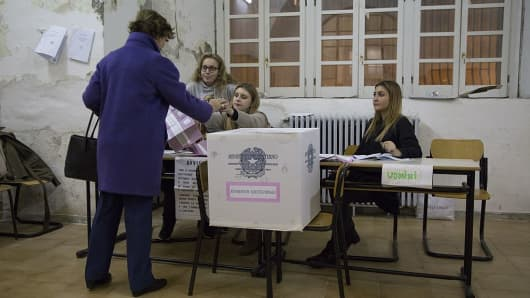 Italy on Sunday cast their votes in a referendum on constitutional reforms.