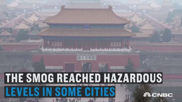 China's smog leaves thousands of passengers stranded