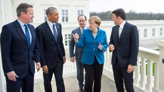 German Chancellor Angela Merkel greets France's President Francois Hollande, (2nd R) U.S. President Barack Obama, Prime Minister of Great Britain David Cameron (L) and Prime Minister of Italy Matteo Renzi (R) at Schloss Herrenhausen palace on April 25, 2016 in Hanover, Germany.