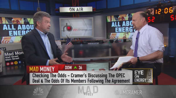The one guy who correctly predicted the fall of oil prices tells Cramer the price of oil in 2021