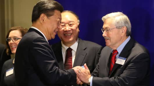 Iowa Gov. Terry Branstad, right, greets Chinese President Xi Jinping before a forum for U.S. and Chinese governors September 22, 2015 in Seattle, Washington.